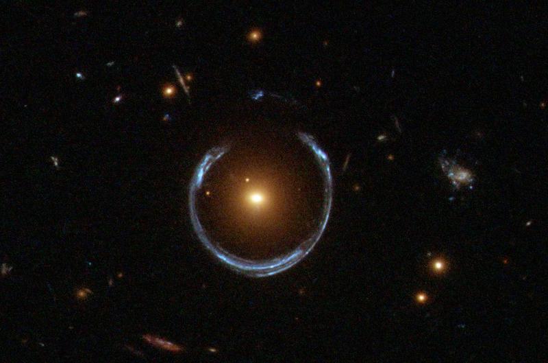 Nombre:  A_Horseshoe_Einstein_Ring_from_Hubble.jpg Vistas: 560 Tamaño: 43,0 KB